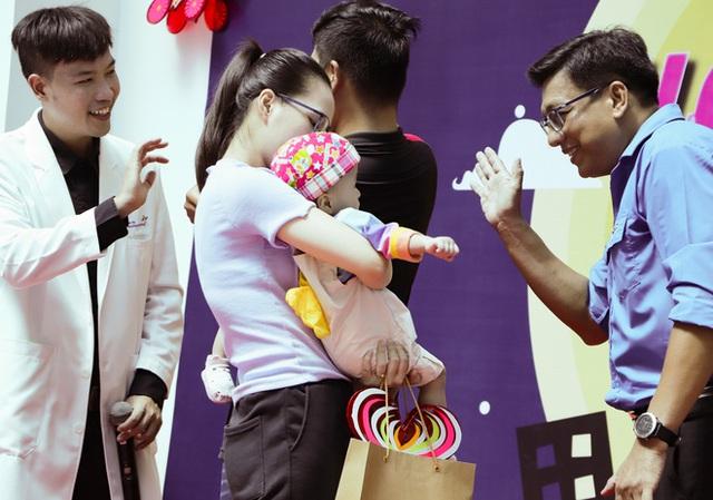 Bố mẹ Trúc Nhi - Diệu Nhi xúc động đón Trung thu đầu tiên với 2 con, tuần sau 2 bé xuất viện về nhà - Ảnh 15.