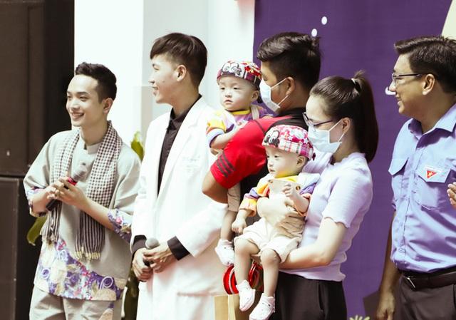 Bố mẹ Trúc Nhi - Diệu Nhi xúc động đón Trung thu đầu tiên với 2 con, tuần sau 2 bé xuất viện về nhà - Ảnh 16.