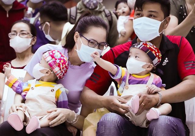 Bố mẹ Trúc Nhi - Diệu Nhi xúc động đón Trung thu đầu tiên với 2 con, tuần sau 2 bé xuất viện về nhà - Ảnh 19.