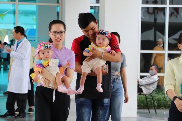 Bố mẹ Trúc Nhi - Diệu Nhi xúc động đón Trung thu đầu tiên với 2 con, tuần sau 2 bé xuất viện về nhà - Ảnh 20.