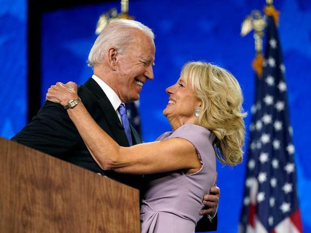 Tất tần tật về phu nhân của ứng cử viên Tổng thống Mỹ Joe Biden: Năng lực chẳng kém cạnh chồng và câu nói để đời nổi tiếng - Ảnh 6.