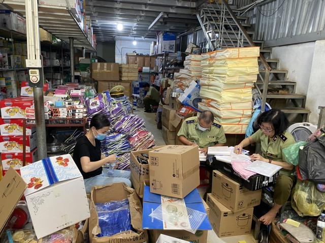 Xóa sổ kho hàng gia dụng nhái sản phẩm của Công ty TNHH Tân Hợp Thành - Ảnh 1.