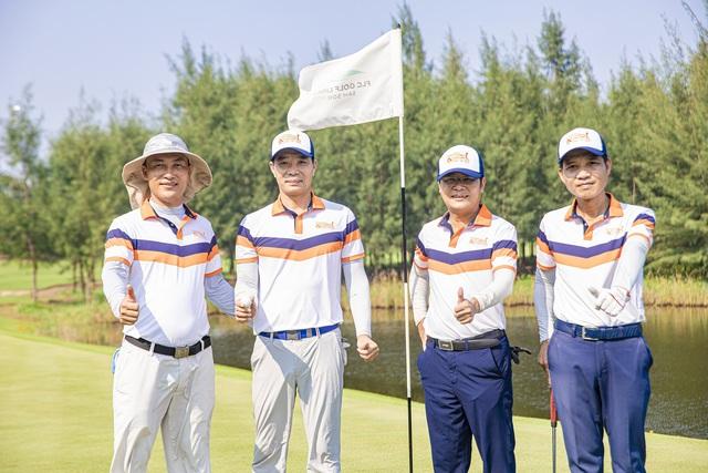 Golfer Việt may mắn ghi hold-in-one 10 tỷ đồng ngay sau lễ khai mạc giải, vẫn còn 12 xe Mercedes đang tìm chủ nhân - Ảnh 2.