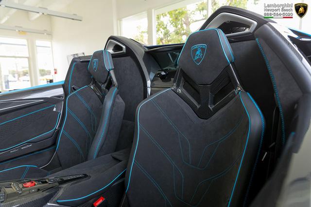 Đại gia Hà Nội đặt mua Lamborghini Centenario Roadster cực độc về nước? - Ảnh 11.