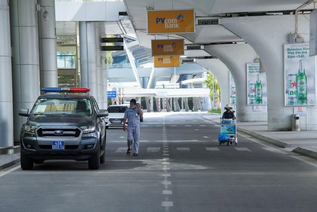 Bến xe, nhà ga, sân bay ở Đà Nẵng mở cửa trở lại nhưng vẫn vắng khách  - Ảnh 2.