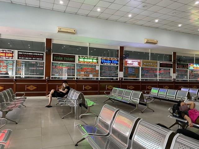 Bến xe, nhà ga, sân bay ở Đà Nẵng mở cửa trở lại nhưng vẫn vắng khách  - Ảnh 9.