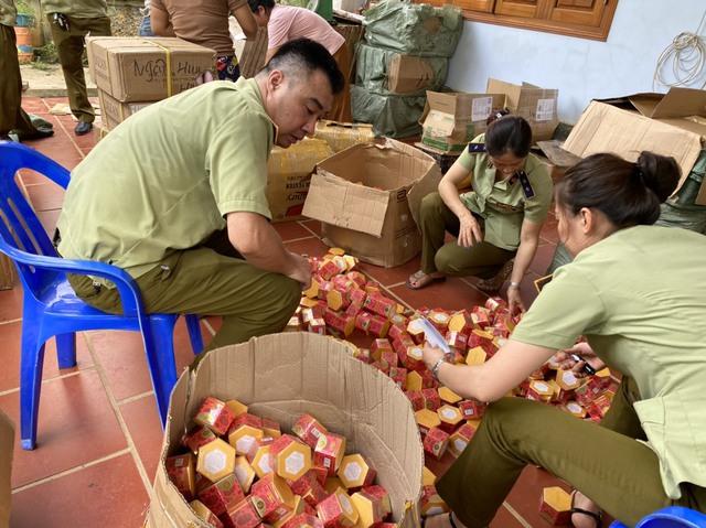 Thu giữ gần 20.000 mỹ phẩm nước ngoài không hóa đơn, chứng từ tại Hà Giang - Ảnh 1.