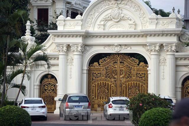 Cận cảnh 2 tòa lâu đài trăm tỷ của đại gia Phát dầu vừa bị bắt ở Hải Phòng - Ảnh 3.