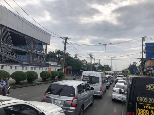 Cung đường kết nối Nhơn Trạch với Quận 2 (Tp.HCM) qua phà Cát Lái kẹt xe kinh hoàng, người dân mong chờ cầu Cát Lái  giải cứu - Ảnh 1.