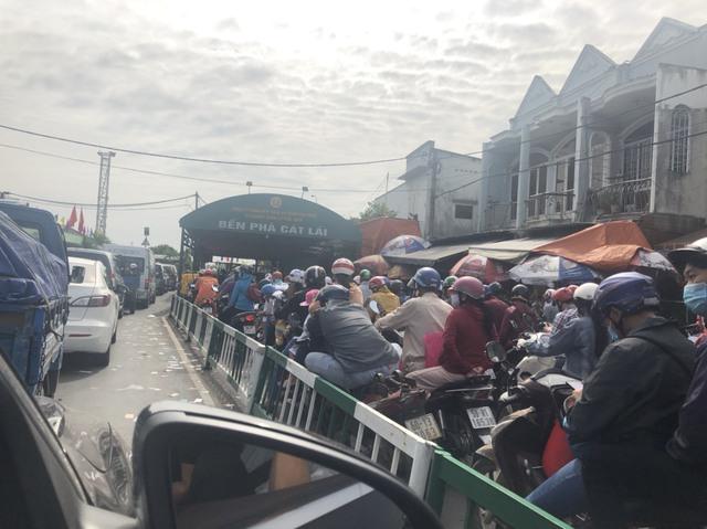 Cung đường kết nối Nhơn Trạch với Quận 2 (Tp.HCM) qua phà Cát Lái kẹt xe kinh hoàng, người dân mong chờ cầu Cát Lái  giải cứu - Ảnh 3.