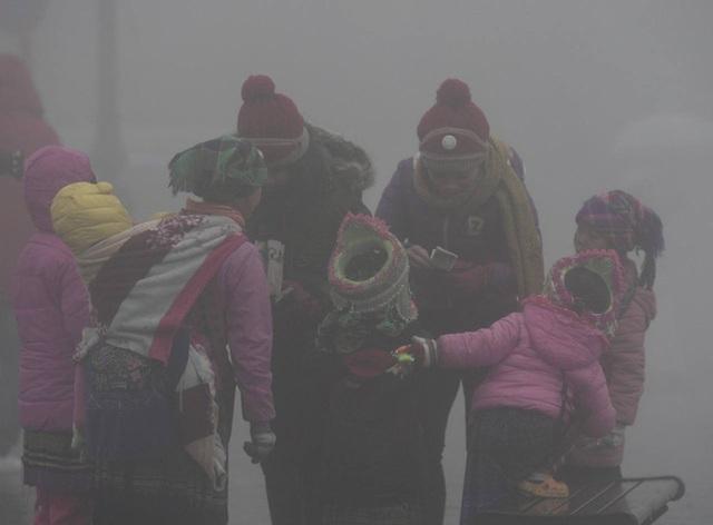 Nhiệt độ Sa Pa xuống dưới 0 độ C, có mưa và tất cả đều đang trông chờ tuyết rơi như 7 năm trước - Ảnh 2.