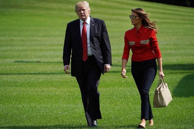 Đàn ông đeo Rolex, phụ nữ cầm Birkin: Không chỉ là phụ kiện, chiếc túi xa xỉ này đang trở thành khoản đầu tư giữ giá tốt hơn cả vàng - Ảnh 2.