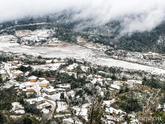 Ảnh: Đẹp ngỡ ngàng khung cảnh tuyết rơi phủ trắng đỉnh đồi Y Tý - Lào Cai, mùa săn tuyết chính thức bắt đầu! - Ảnh 1.