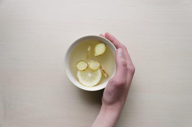 Đánh bay chứng bàn chân lạnh: Làm ngay một loạt các phương pháp từ massage bằng tinh dầu, uống trà gừng đến các bài tập - Ảnh 3.