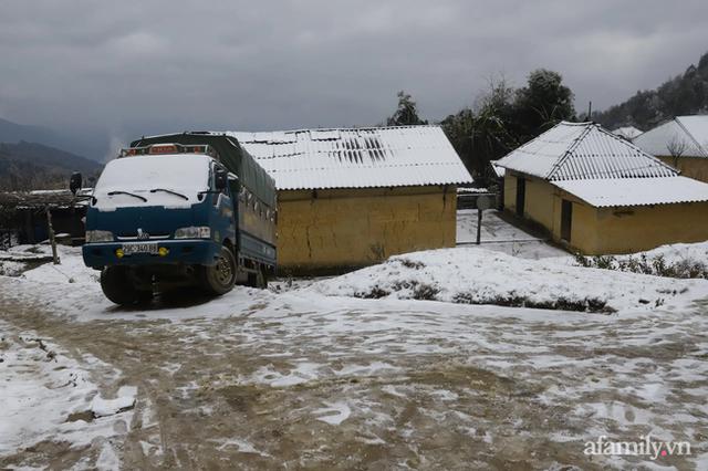 Ảnh: Đẹp ngỡ ngàng khung cảnh tuyết rơi phủ trắng đỉnh đồi Y Tý - Lào Cai, mùa săn tuyết chính thức bắt đầu! - Ảnh 7.