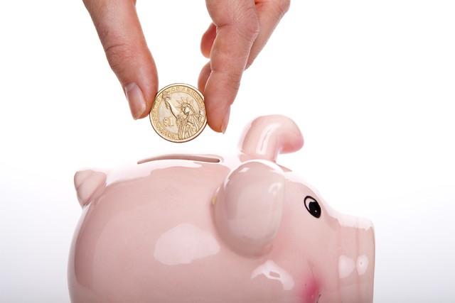 Vô tình đặt ví xuống sàn, cô gái trẻ nhận được bài học nhớ đời về giá trị của đồng tiền - Ảnh 3.
