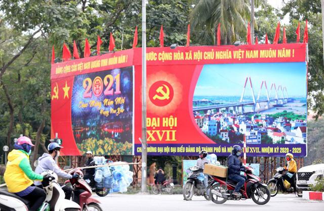 Hà Nội rực rỡ cờ, áp phích chào mừng Đại hội XIII của Đảng - Ảnh 13.