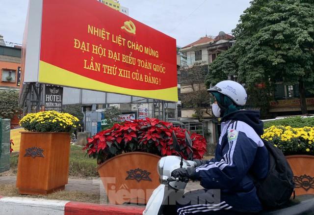 Hà Nội rực rỡ cờ, áp phích chào mừng Đại hội XIII của Đảng - Ảnh 14.