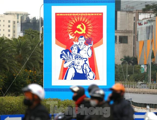Hà Nội rực rỡ cờ, áp phích chào mừng Đại hội XIII của Đảng - Ảnh 15.