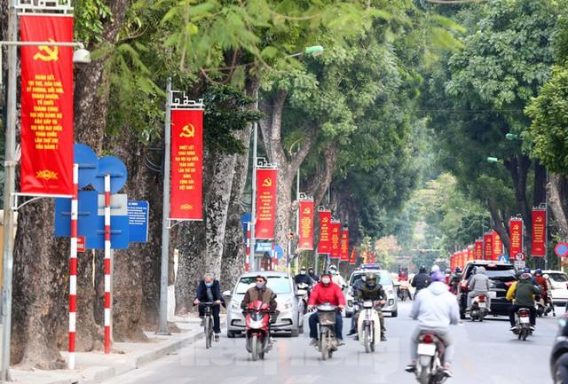 Hà Nội rực rỡ cờ, áp phích chào mừng Đại hội XIII của Đảng - Ảnh 4.