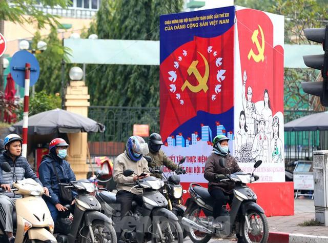 Hà Nội rực rỡ cờ, áp phích chào mừng Đại hội XIII của Đảng - Ảnh 6.
