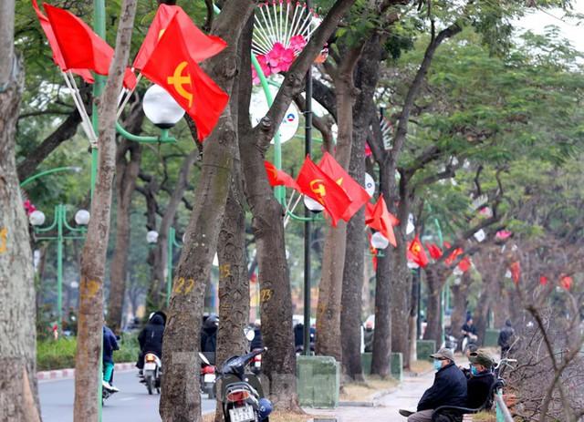 Hà Nội rực rỡ cờ, áp phích chào mừng Đại hội XIII của Đảng - Ảnh 7.