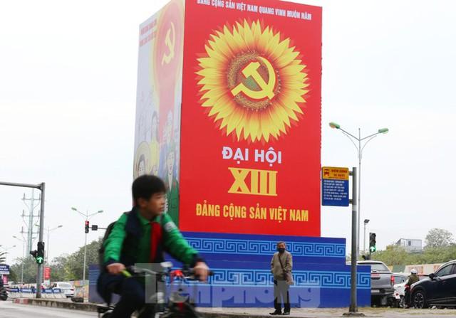 Hà Nội rực rỡ cờ, áp phích chào mừng Đại hội XIII của Đảng - Ảnh 8.