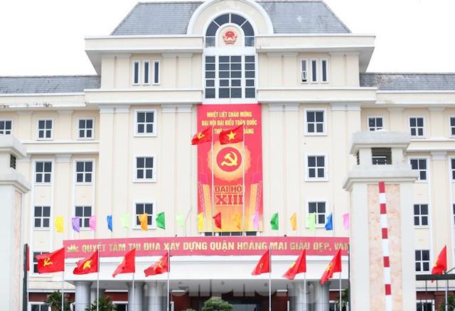 Hà Nội rực rỡ cờ, áp phích chào mừng Đại hội XIII của Đảng - Ảnh 10.