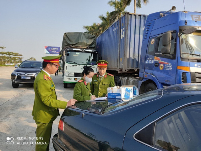 Triệt phá đường dây cực lớn dùng 14 xe container chở hàng lậu từ Trung Quốc về  - Ảnh 1.