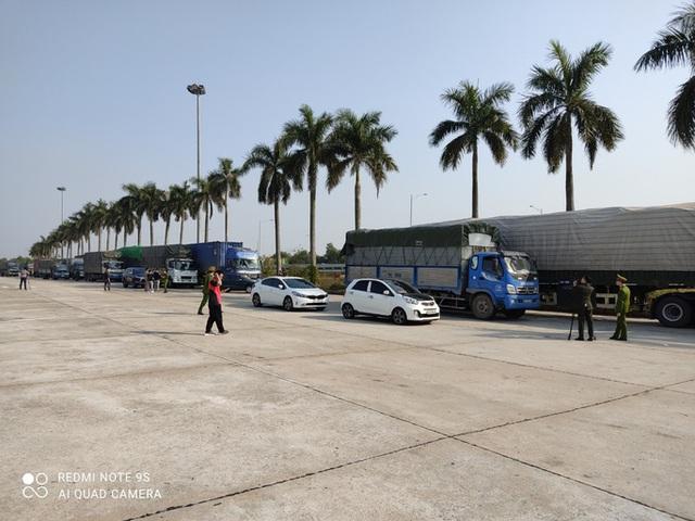 Triệt phá đường dây cực lớn dùng 14 xe container chở hàng lậu từ Trung Quốc về  - Ảnh 2.