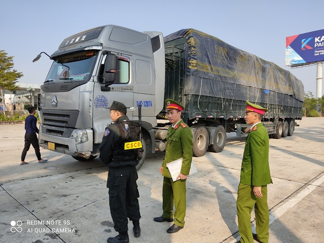 Triệt phá đường dây cực lớn dùng 14 xe container chở hàng lậu từ Trung Quốc về  - Ảnh 3.