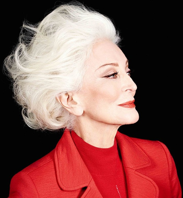 Siêu mẫu 90 tuổi: Đừng bị giới hạn bởi sự già nua, hãy là chính mình như khi đang trẻ khỏe - Ảnh 1.