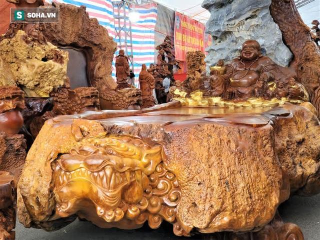 Ngắm bộ bàn ghế gỗ nu Cửu lân quần tụ nặng 4 tấn, dát vàng, giá 2,8 tỷ cho đại gia Việt - Ảnh 3.