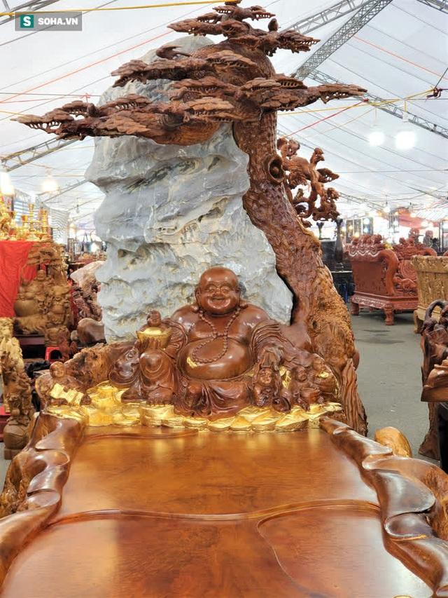 Ngắm bộ bàn ghế gỗ nu Cửu lân quần tụ nặng 4 tấn, dát vàng, giá 2,8 tỷ cho đại gia Việt - Ảnh 4.