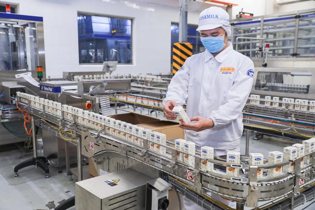 Tin vui đầu năm mới của ngành sữa: Vinamilk xuất lô hàng lớn đi Trung Quốc - Ảnh 3.
