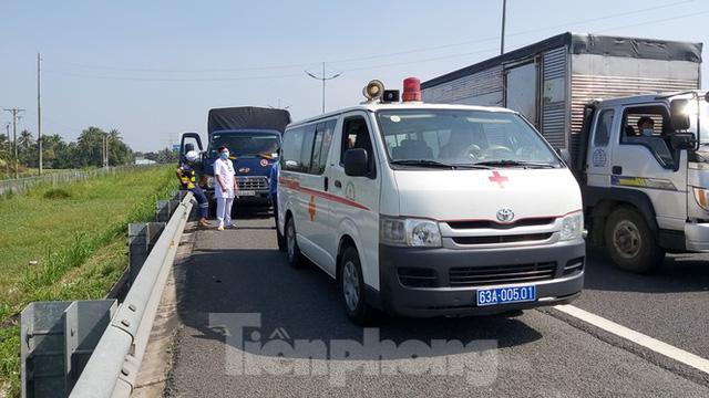Tài xế dừng xe trên cao tốc TP. HCM – Trung Lương để... ngủ - Ảnh 3.
