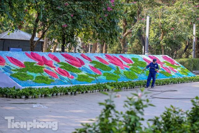 Hà Nội rực rỡ hoa chào mừng Đại hội Đảng lần thứ XIII - Ảnh 12.