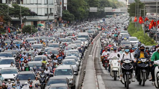 Nikkei Asia: Thu nhập bình quân vượt Philippines, GDP vượt Singapore - Đây là khoảnh khắc bứt phá của Việt Nam! - Ảnh 3.