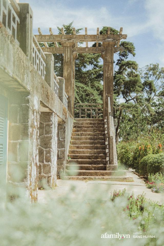 Bí mật về tòa dinh thự hơn 100 năm tuổi tại Đà Lạt, dù siêu tráng lệ nhưng vẫn bị bỏ hoang, hiện nhiều người tìm đủ mọi cách để vào thăm tận mắt! - Ảnh 5.