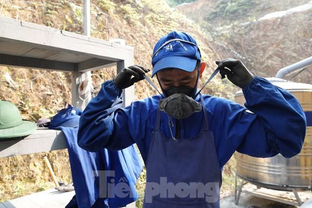Khám phá nhà máy sản xuất pháo hoa duy nhất được cấp phép tại Việt Nam  - Ảnh 1.
