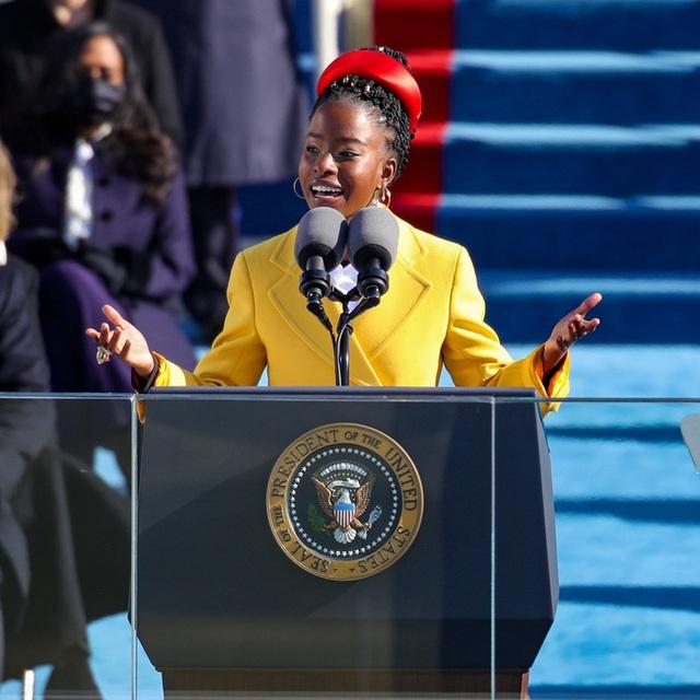 Chân dung cô gái trẻ xinh đẹp được chọn đọc thơ trong lễ nhậm chức của Tân Tổng thống Mỹ Joe Biden - Ảnh 2.