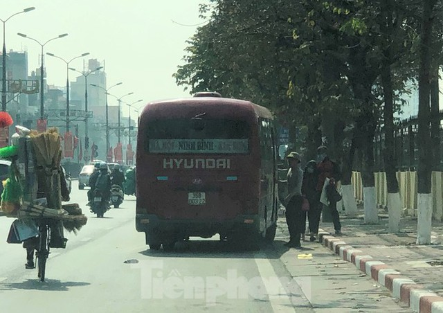 Tận thấy bến cóc, xe dù náo loạn đường phố Hà Nội - Ảnh 11.