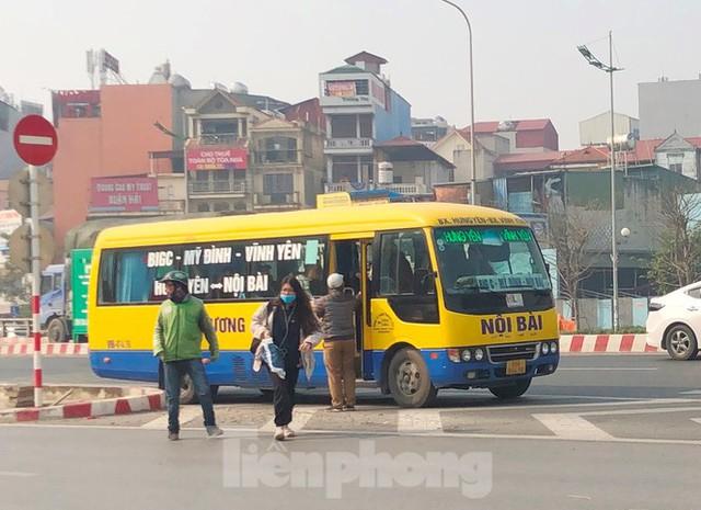Tận thấy bến cóc, xe dù náo loạn đường phố Hà Nội - Ảnh 13.