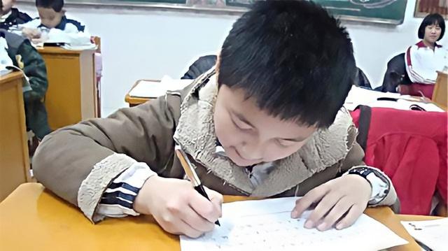 Bên trong những lớp luyện gà con khắc nghiệt nhất: 3 tuổi tự đọc sách Tiếng Anh, thuộc lòng 100 bài thơ, 5 tuổi bắt đầu học Toán Olympic - Ảnh 3.
