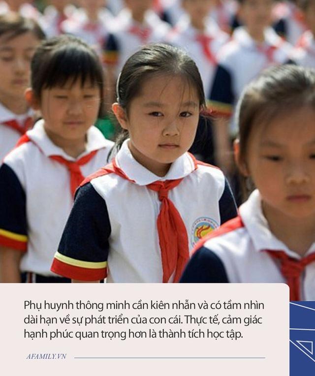 Bên trong những lớp luyện gà con khắc nghiệt nhất: 3 tuổi tự đọc sách Tiếng Anh, thuộc lòng 100 bài thơ, 5 tuổi bắt đầu học Toán Olympic - Ảnh 4.