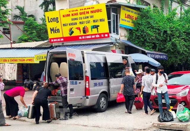 Tận thấy bến cóc, xe dù náo loạn đường phố Hà Nội - Ảnh 5.