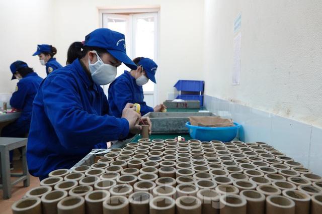 Khám phá nhà máy sản xuất pháo hoa duy nhất được cấp phép tại Việt Nam  - Ảnh 8.