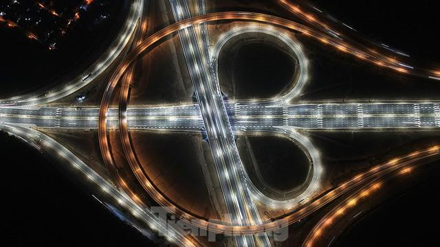 Mãn nhãn với cầu vượt trăm tỷ ở Thủ đô lung linh trong đêm  - Ảnh 8.