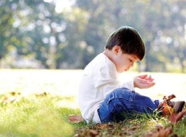 Cậu bé 10 tuổi có khả năng ghi nhớ siêu phàm, tự học thông thạo 4 ngoại ngữ, ai cũng tưởng là thần đồng nhưng sự thật đằng sau khiến bố mẹ vô cùng đau lòng - Ảnh 2.
