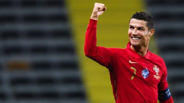 Tuổi sinh học trẻ hơn tuổi đời 10 năm: Cầu thủ xuất sắc nhất thế giới Cristiano Ronaldo đã luyện tập và ăn uống như thế nào để luôn giữ phong độ đỉnh cao? - Ảnh 1.